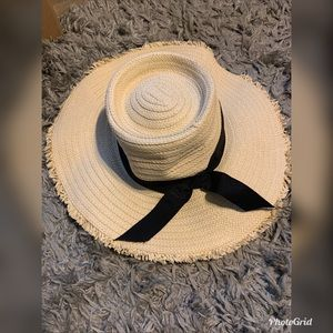 Other - Cute floppy hat with black bow
